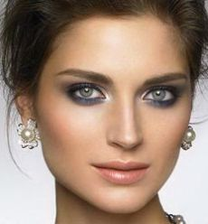 Фото праздничного макияжа для серых глаз №2