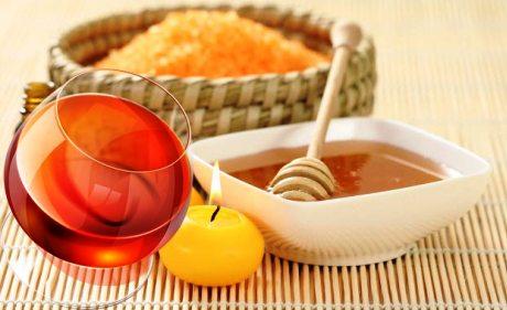 Рецепт маски: мёд, коньяк и морская соль