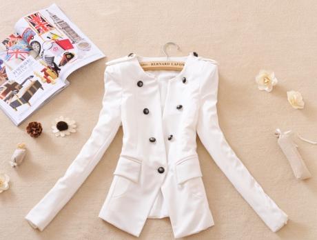 Время года и аксессуары под белый пиджак